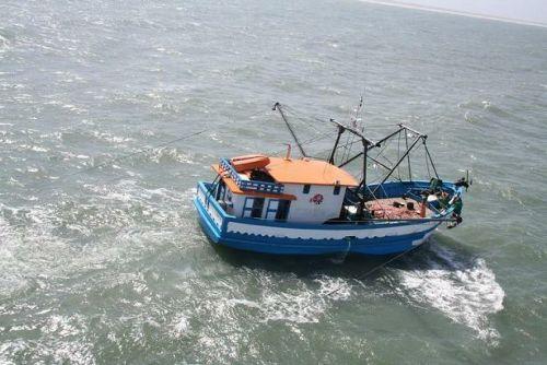 barco-de-pesca-pequeno